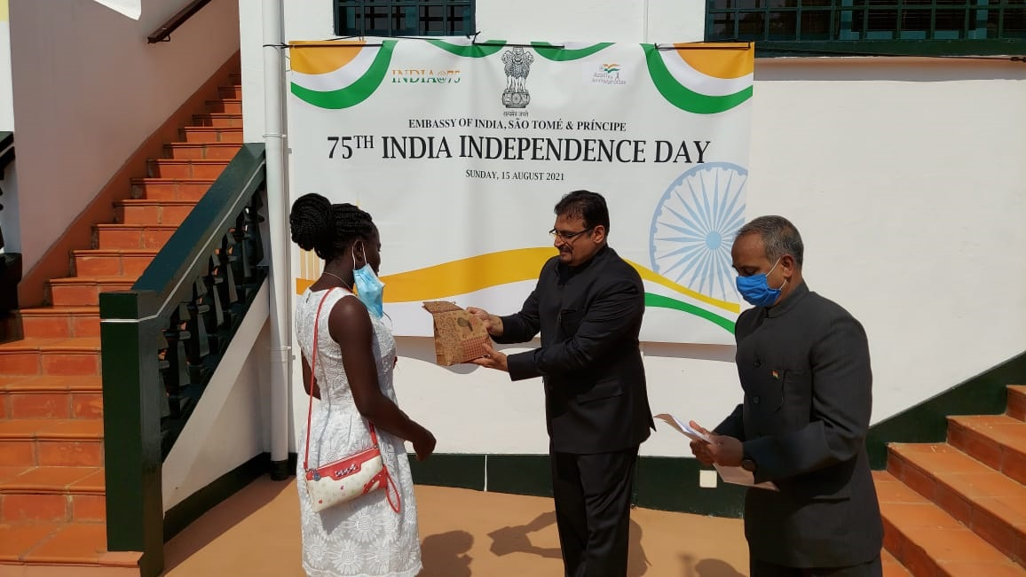 #AzadiKaAmritMahotsav -  Awarding of prize to winner of essay contest on India's Journey as a developing nation since Independence